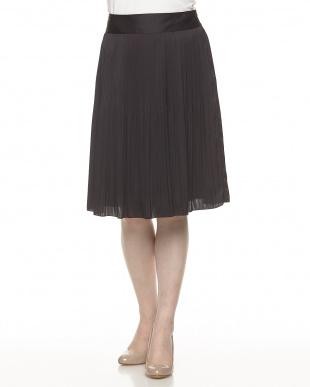 ブラック サテンプリーツスカート見る