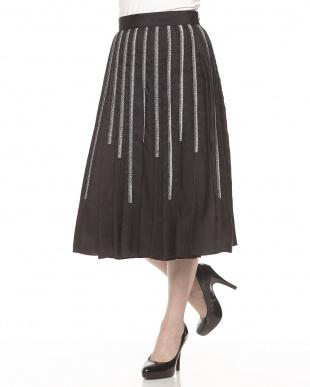 ブラック ランダムストライプ刺繍スカート見る