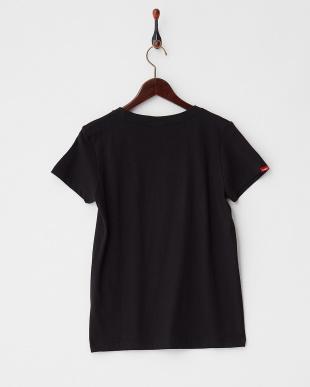 BLACK ロゴアップリケ Tシャツ|WOMEN見る
