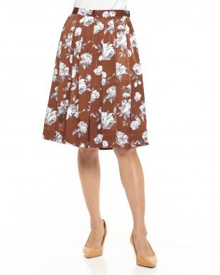 ダークブラウン ピーチサテン花柄フレアスカート見る