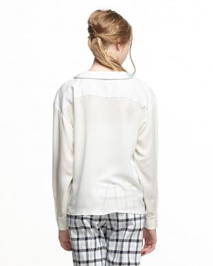 ホワイト ビーズ衿 素材切替シャツ見る