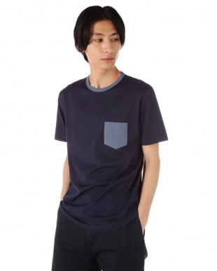 ネイビー Q82 PLAIN 配色クルーネックTシャツ|MEN見る