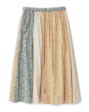 ベージュ系  花柄プリントスカート見る