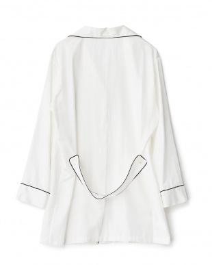 WHITE×PIPING BLACK ロング丈開衿パジャマシャツ見る