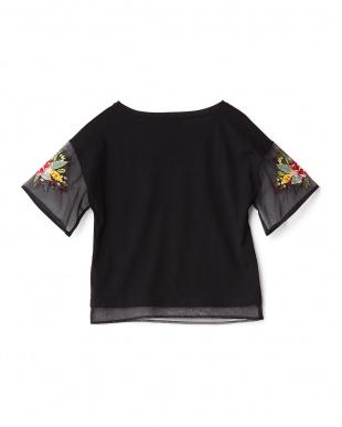 クロ  シアースリーブ刺繍Tシャツ見る
