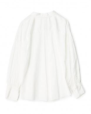 オフホワイト  サテン袖ボリュームシャツ見る