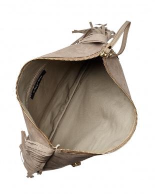 BROWN  フリンジ付クラッチバッグ見る