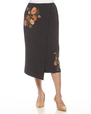 ブラック  フラワー刺繍 ラップデザインスカート見る