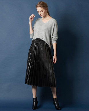 ブラック  フィラメントサテンミディアムプリーツスカート見る