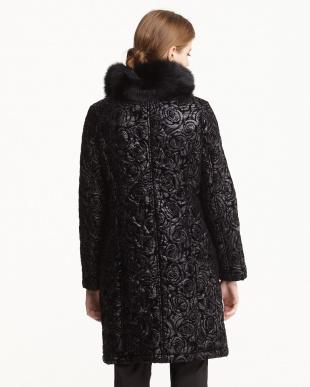 ブラック イタリア素材 バラフロッキー キルティングコート見る