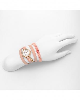 ライトピンク THE PORTIA レザーベルト腕時計見る