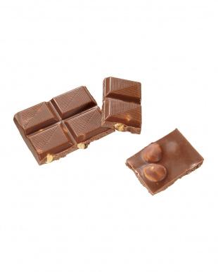 ミルクチョコレート ウィズ ヘーゼルナッツ×2枚見る