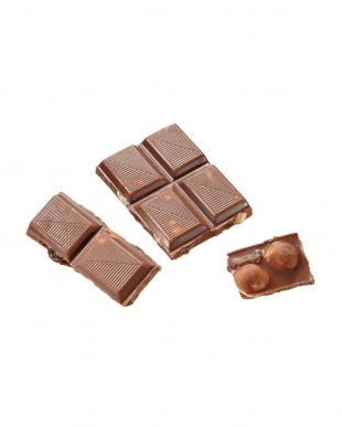 ミルクチョコレート ウィズ ヘーゼルナッツ&ラムレーズン×2枚見る
