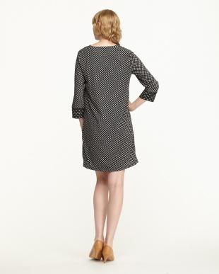 ブラック/ホワイト 袖口・裾切り替え 小紋柄Vネックワンピース見る
