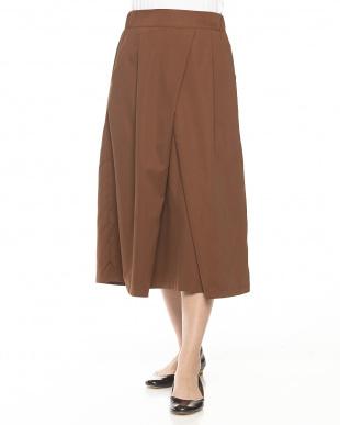ベージュ  タックデザインスカート見る