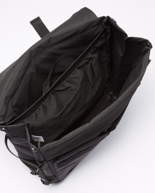 Black Eames Backpack見る