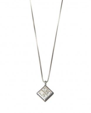 K18WG 0.3ct 天然ダイヤモンド プリンセスカット スクエアネックレス見る