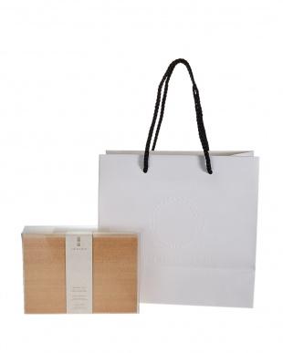 AROMA OIL - Three scents in one boxアロマオイル3本セット SORAYUI特製紙袋付き見る