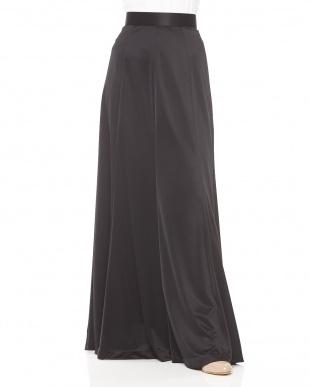 黒 サテン マキシ丈スカート見る