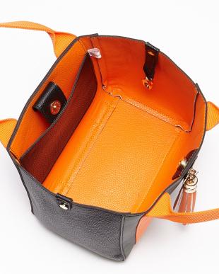 迷彩×オレンジ タッセル付きトートバッグ WOMEN見る
