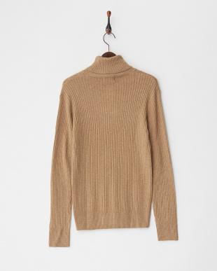 ベージュ  ケーブル編みタートルネックセーター見る