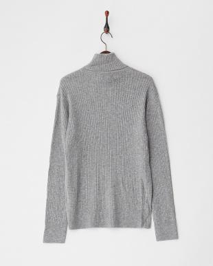 グレー  ケーブル編みタートルネックセーター見る