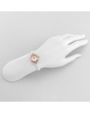ホワイト系 Brilliant Flower 腕時計見る
