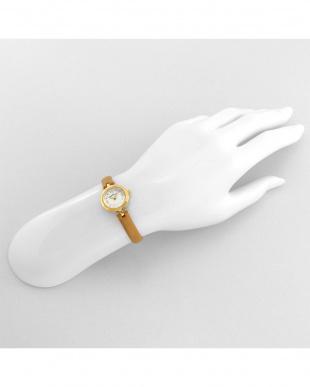 ホワイト系フェイス Brilliant Flower 腕時計見る