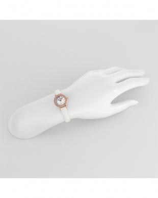 ホワイト系 Eternal Crystal 腕時計見る