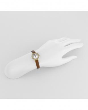 ホワイト系フェイス Eternal Crystal 腕時計見る