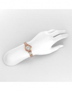 ホワイトパール系フェイス My Angel 腕時計見る