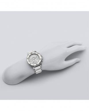 ホワイト系フェイス Love Sports 腕時計見る