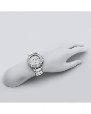 ホワイト系フェイス Love Sports ストーンベゼル 腕時計見る