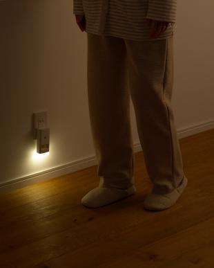 ホワイト 停電センサーLEDサーチライト/赤外線センサー付見る