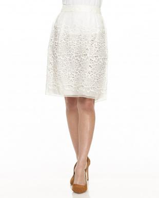 ホワイト  フラワーカットワーク刺繍スカート見る
