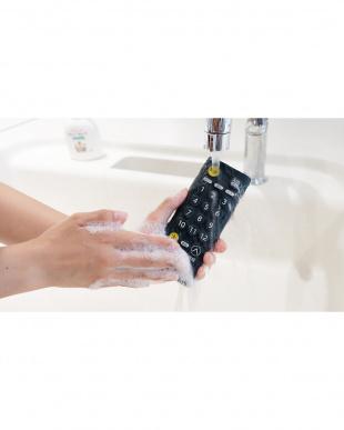 ブラック 水洗いできるテレビ用リモコン見る