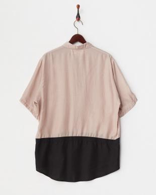 スモークピンク×ブラック 裾刺繍入り異素材切り替えシャツ見る