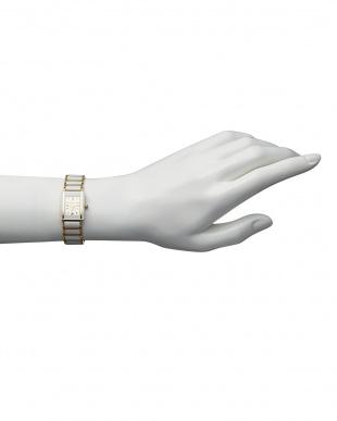白  ダイヤ付き 電池式腕時計 030|WOMEN見る