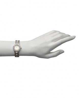ホワイト  ルビー付き 電池式腕時計 001 WOMEN見る