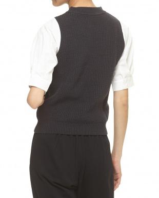 チャコールグレー×ホワイト シャツ袖ドッキング片畔編み ニットプルオーバー見る
