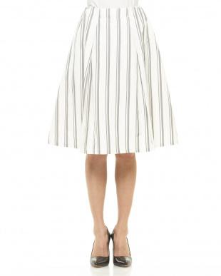 ホワイト ストライプスカート見る