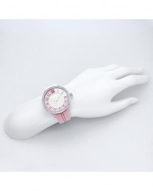 ピンク ストーン 腕時計見る