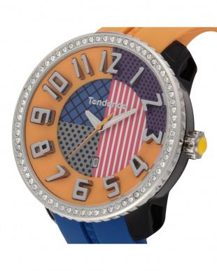 オレンジ×ブルー クレイジークリスタル 腕時計見る
