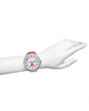ピンク×ホワイト クレイジークリスタル クロノグラフ腕時計見る