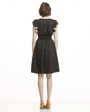 ブラック  袖フリル&メッシュ ベルト付きワンピース見る