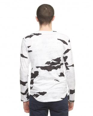ホワイト  タイガーポイント長袖Tシャツ見る