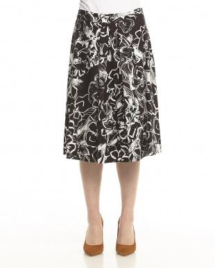 ブラック×ホワイト イタリア素材 スラブコットン フラワープリント スカート見る