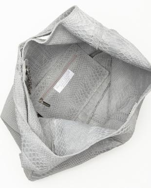 ライトグレー  パイソン型押し大容量バッグ見る