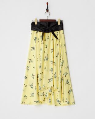 イエロー サッシュベルト付花柄スカート見る