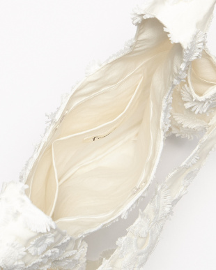 ホワイト  フラワー刺繍バッグ見る